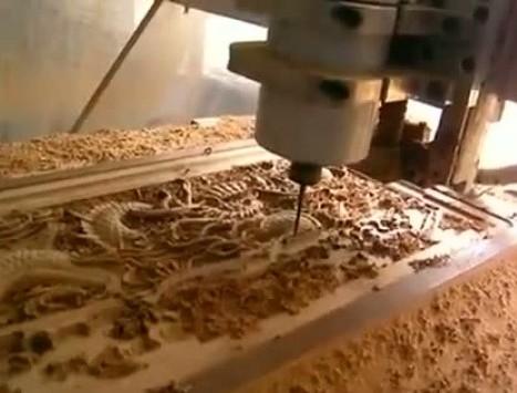 3D резьба по дереву проводится с помощью фрезера, если раньше на это уходили недели и месяцы, то сейчас оборудование справляется за считанные часы