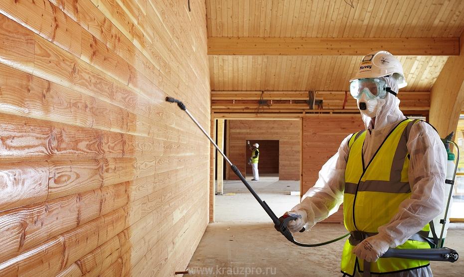 Антисептическая и противогрибковая обработка стен деревянного дома.