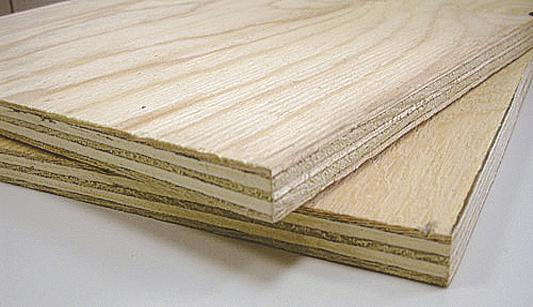 Благодаря многослойной структуре фанера гораздо меньше реагирует на перепады влажности, чем дерево, поэтому данный вариант является наиболее предпочтительным