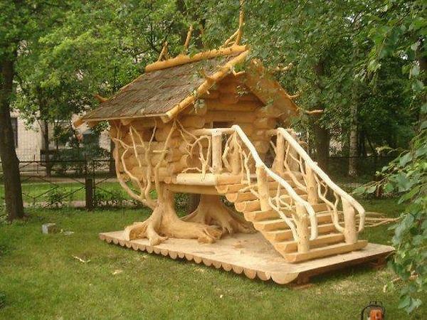 Благодаря простоте обработки сооружения из дерева могут принимать самые неожиданные формы