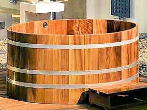 Бочкообразная ванна из дерева