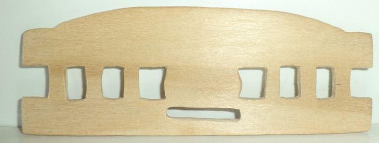 Боковины для кроватки – прямоугольные отверстия внутри сначала следует просверлить сверлом, а затем доработать надфилем