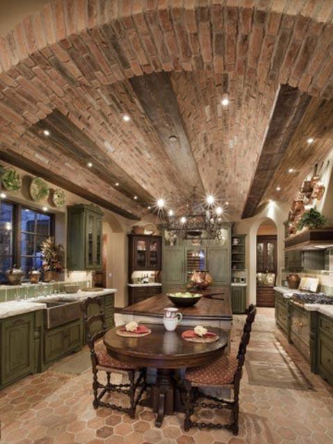 Большие кухни как на фото, в которых гармонично существует нейтралитет материалов, повышают статусность хозяина
