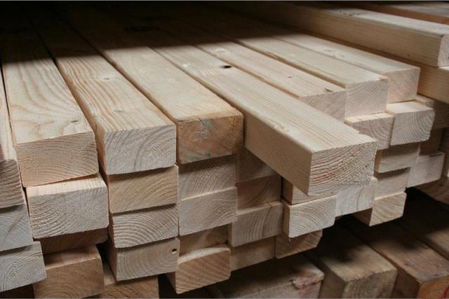 Брусок из древесины хвойных пород.