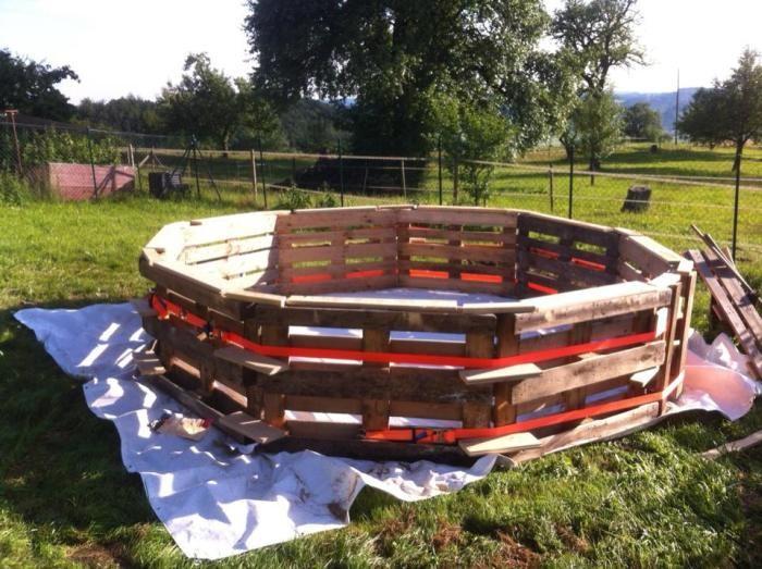 Делаем бассейн из деревянных поддонов и водонепроницаемого покрытия