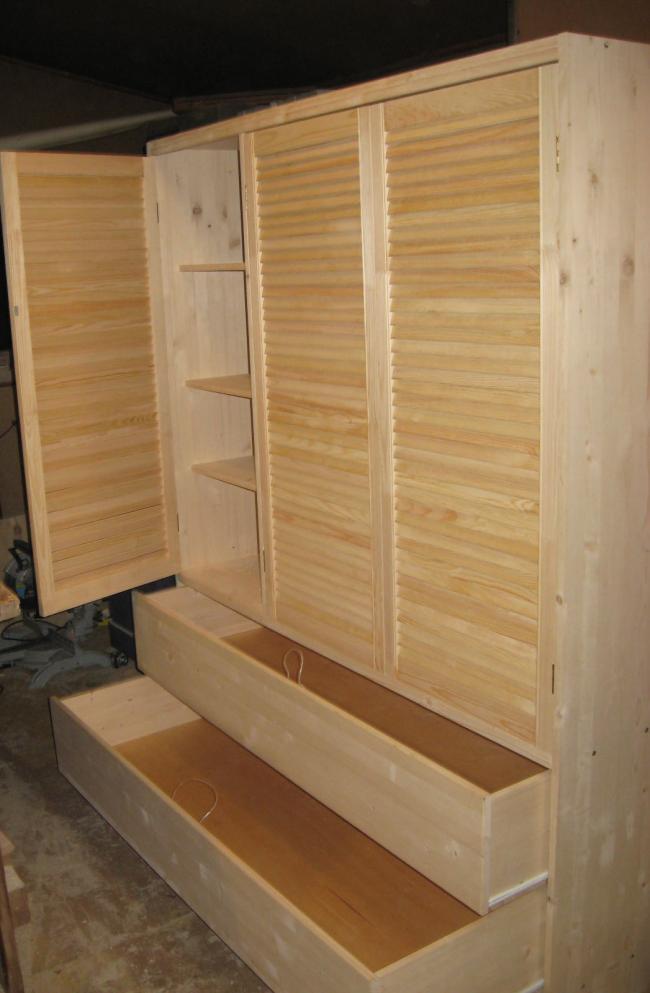 Деревянные двери для шкафа с жалюзийной решеткой