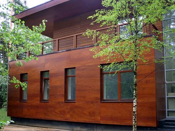 Деревянные фасадные панели – вариант премиум-класса, который отличается высокой ценой и привлекательным внешним видом