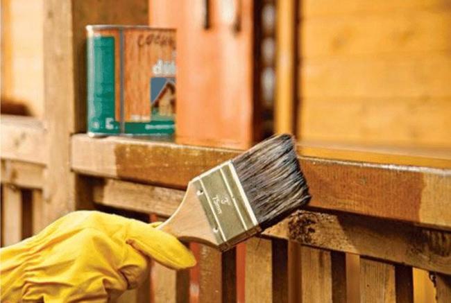 Деревянные поверхности покрываем защитным составом