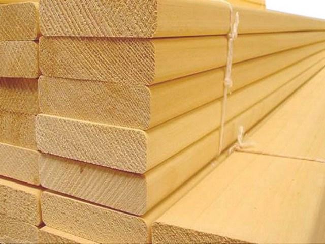 Деревянные ведра для бани делают из качественного пиломатериала.