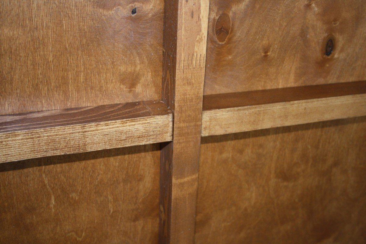 Деревянными брусками укрепляется фанера сзади