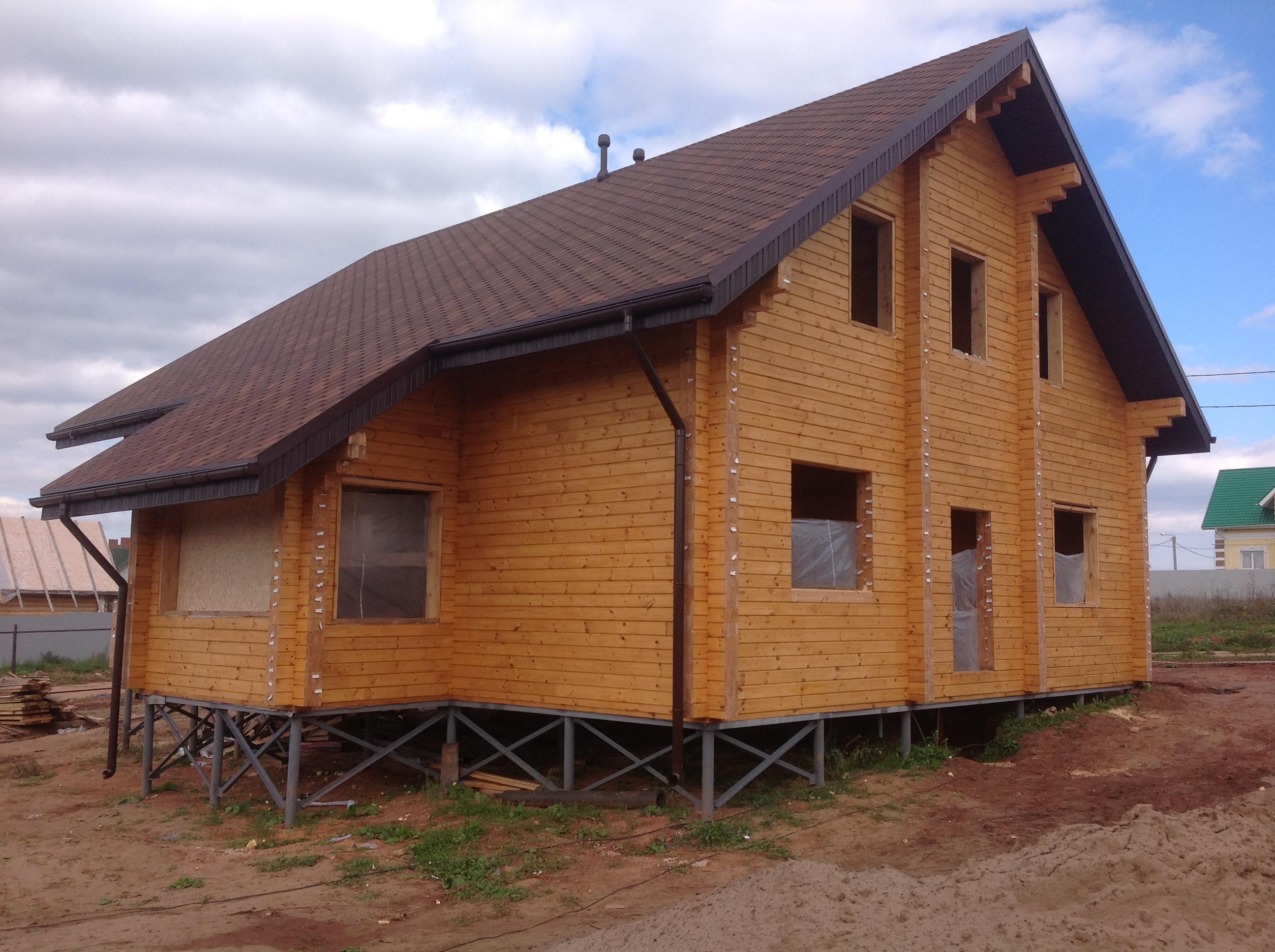 Деревянный дом на винтовом фундаменте.