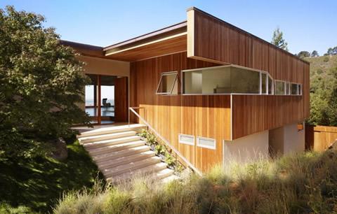 Деревянный дом в стиле модерн.