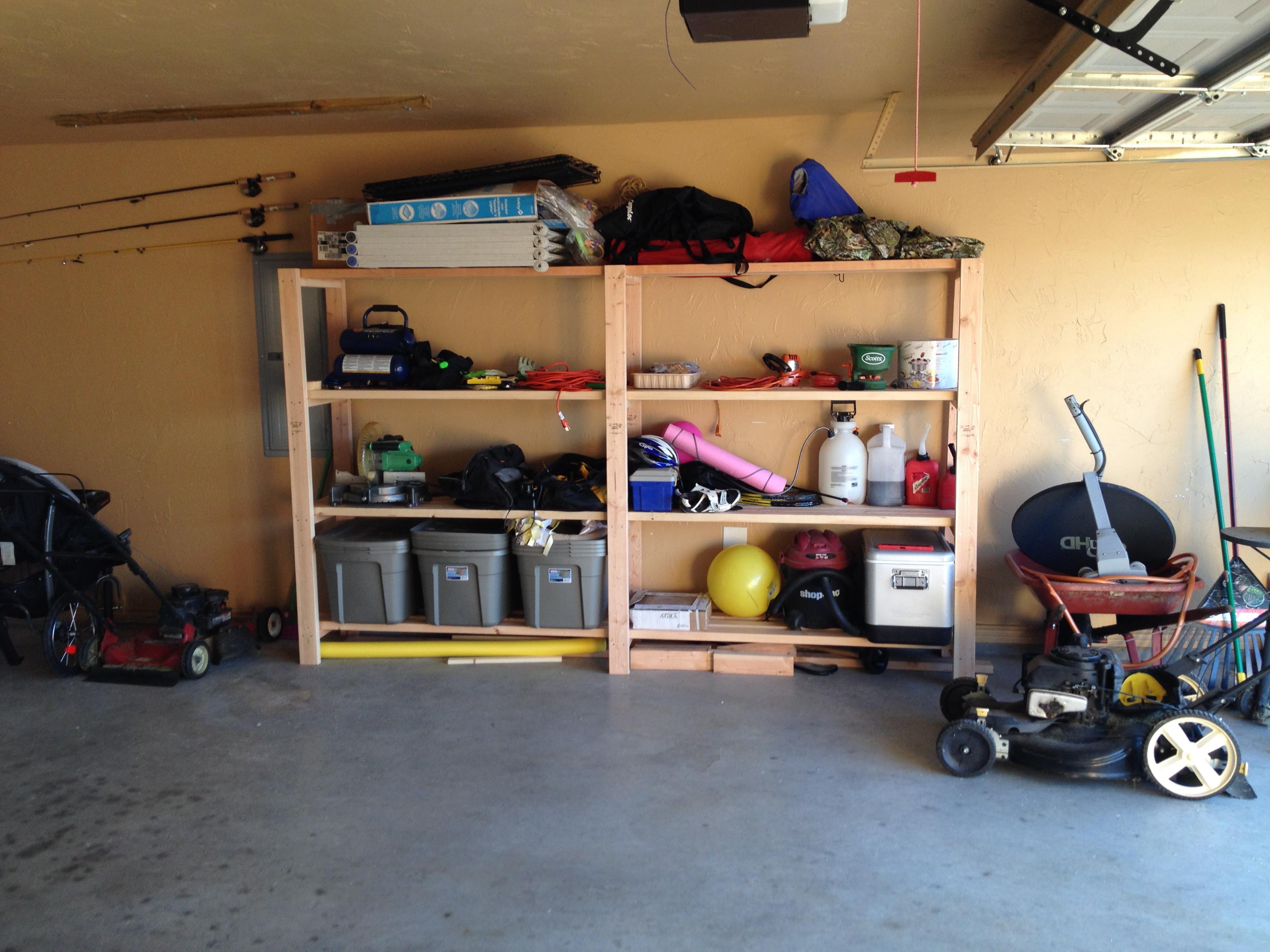 Деревянный стеллаж в гараже – удобный способ хранить вещи различных размеров и веса