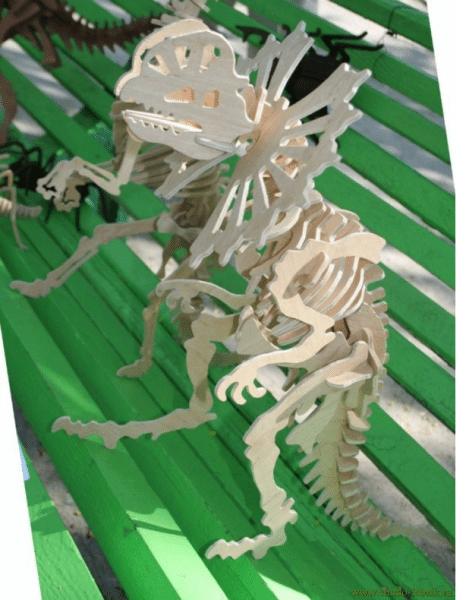 На фото- готовый динозавр из фанеры.