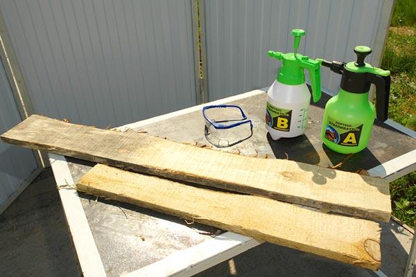 Для нанесения растворов удобно использовать бытовой распылитель.