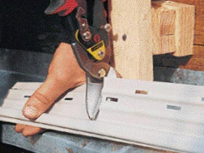 Резка металлического сайдинга своими руками