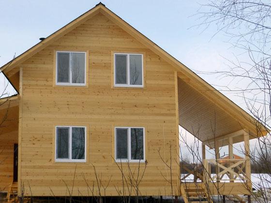 Дом из бруса в полтора этажа 6х9 с большим навесом