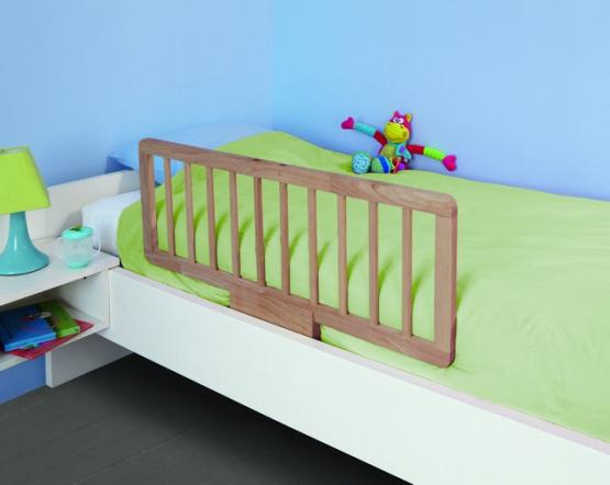 Дополнительной страховкой для ребенка будут деревянные бортики для детской кроватки