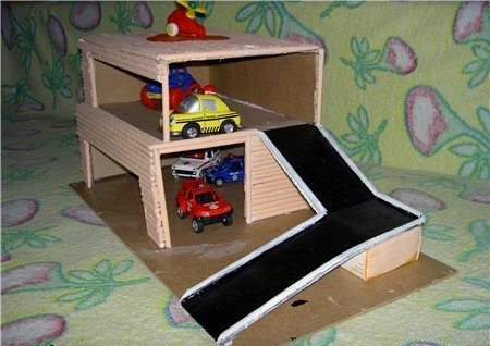 Как сделать гараж своими руками для машинок