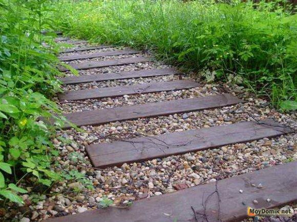 Экономный вариант использования бруса при создании садовой дорожки