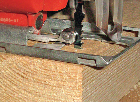 Электролобзик позволяет резать материал быстро и качественно