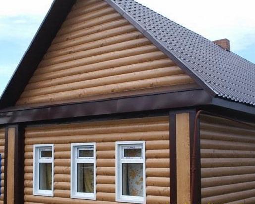 Если дом отделан блок-хаусом, то и фронтон желательно оформить так же