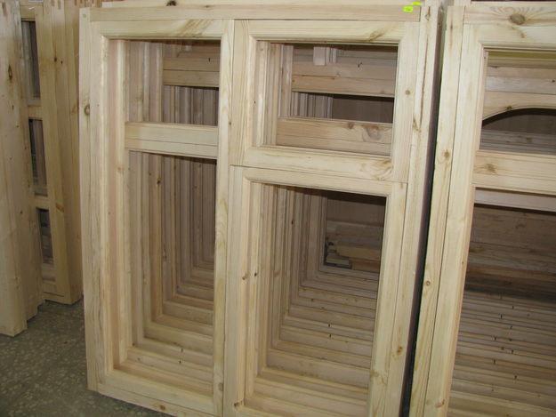 Если изделия изготовлены из сырой древесины, то высока вероятность того, что рамы со временем поведет