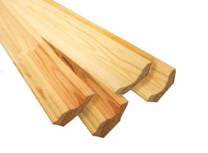 Если вы проводите отделку в бане или сауне, то хорошим вариантом станет плинтус из липы, так как данный материал лучше всего подходит именно для таких целей