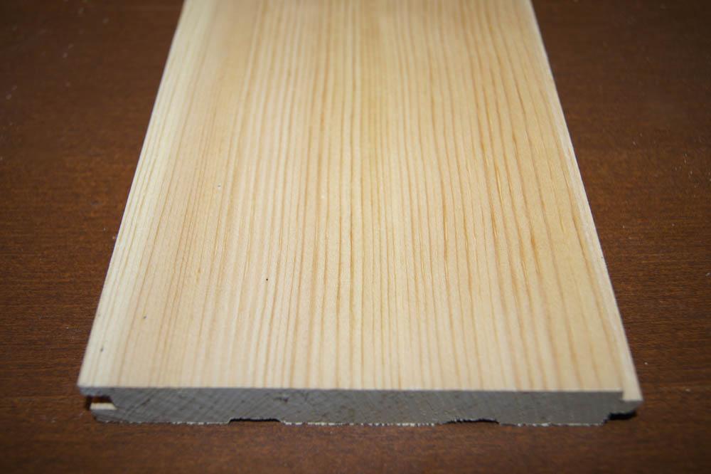 Это типичная кедровая сосна, которую многие продают под видом кедра, так как линии древесных колец очень отчетливые и темные