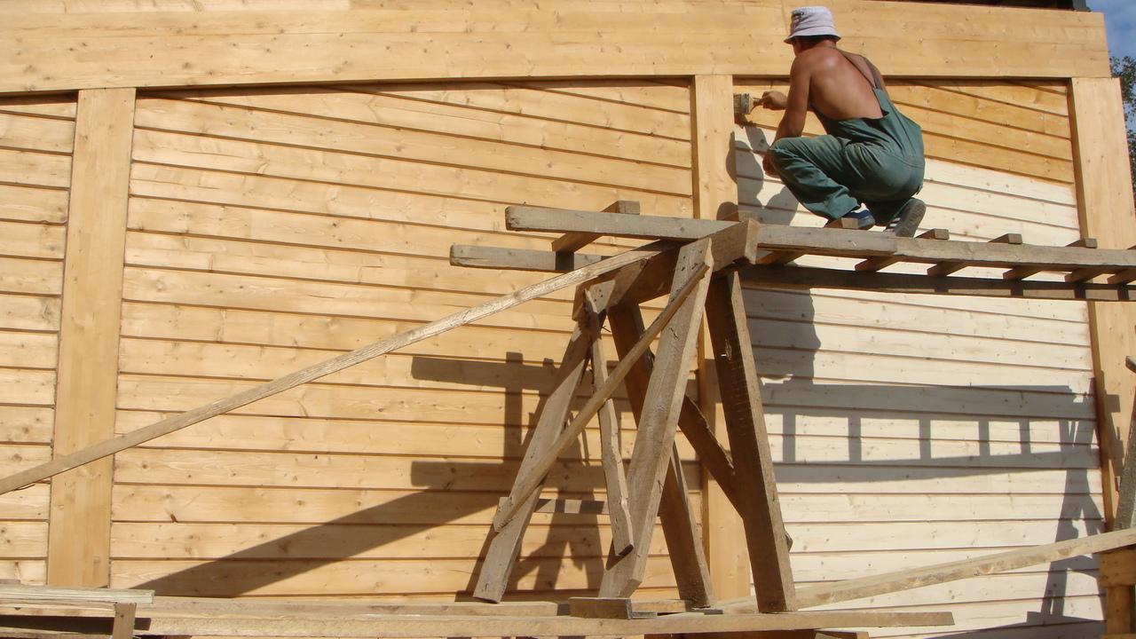 Фасады нужно регулярно обрабатывать, что довольно затратно