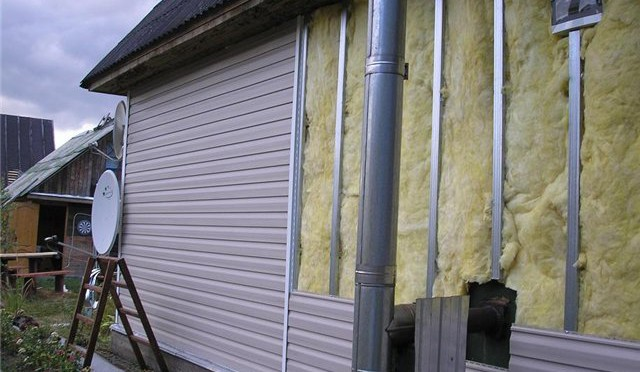 Финишная наружная отделка после теплоизоляции минеральной ватой.
