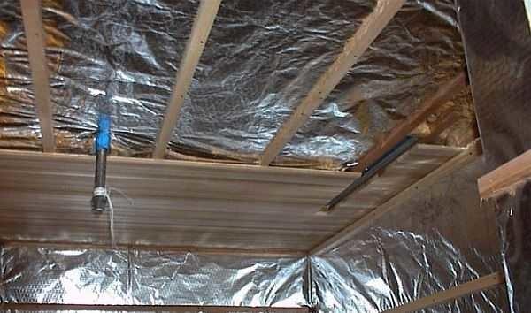 Фольгированная пароизоляция для потолка в деревянном перекрытии парилки