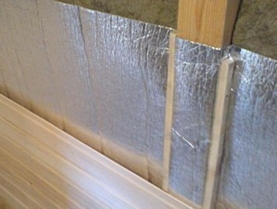 Фольгированный материал защищает и от увлажнения