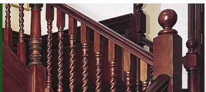 Фото деревянных балясин в качестве конструктивных элементов лестничных перил