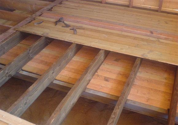 Фото показывает, что сама конструкция предполагает наличие места для теплоизоляции.