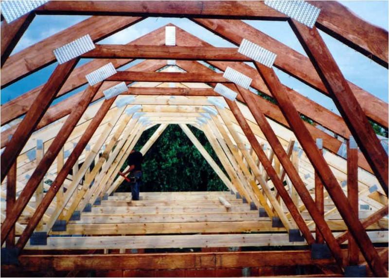 Фото сооружения банной крыши, оборудованной под мансарду