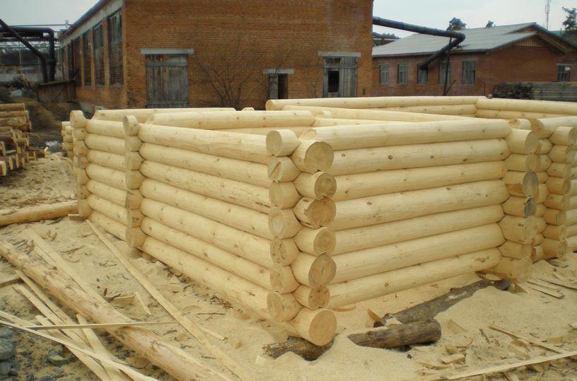 Фото строительства стен бани оцилиндрованными бревнами