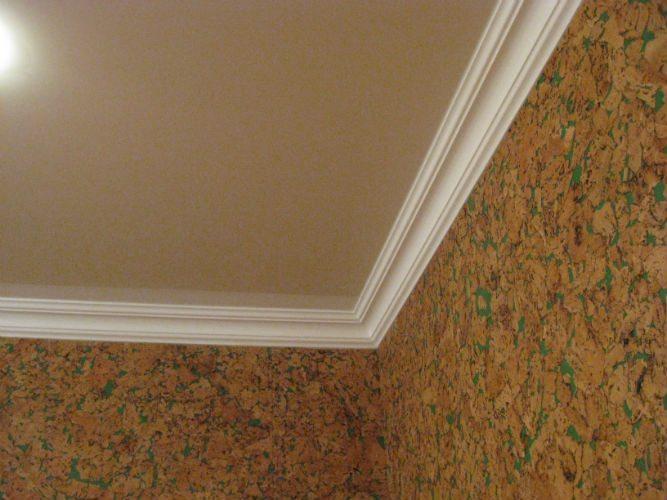 Фото угловой стыковки потолочных галтелей