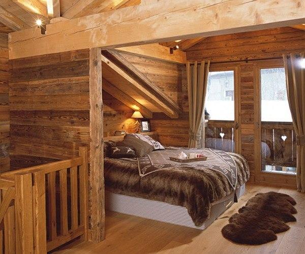 Характерный дизайн спальни для стиля кантри.