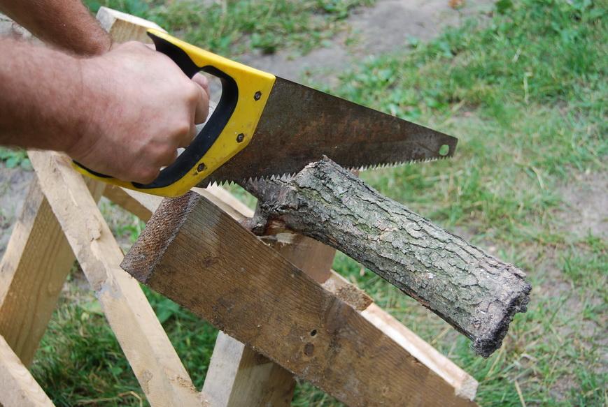 Инструкция позволяет использовать любой пиломатериал, сухостой и старые деревянные детали.