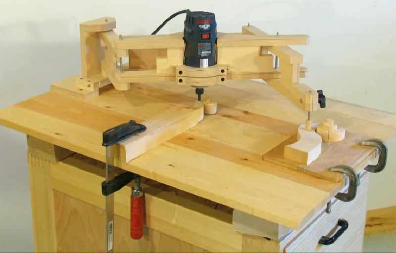 Исполнительный узел приспособления, состоящий из электромотора и фрезы.