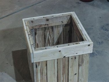 Изготовление ящиков из дерева для цветов может стать увлекательным занятием