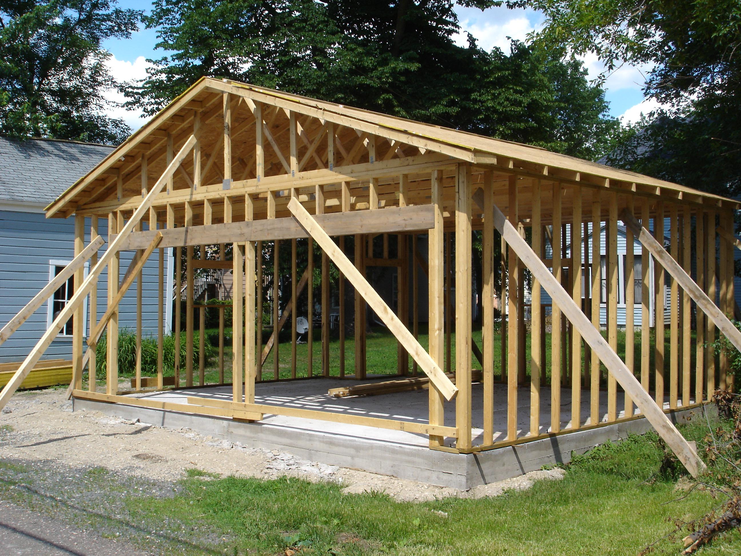 Как построить деревянный гараж на собственном участке