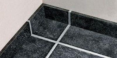 Керамический плинтус на пол под плитку подходит наилучшим образом