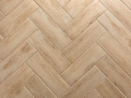 Керамогранит практически идеально имитирует структуру древесины, из-за чего его можно спутать с ламинатом или натуральным паркетом