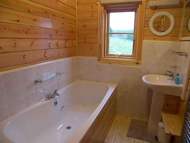 Классический интерьер ванной комнаты.