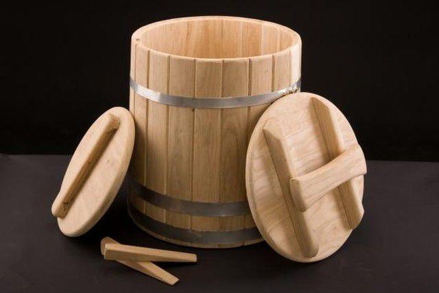 Клепаная кадка для засолки и квашения овощей.