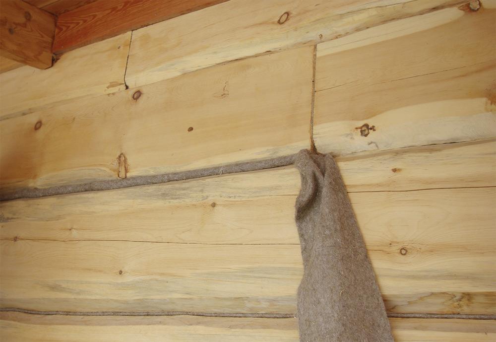 Конопатка брусовой стены джутом