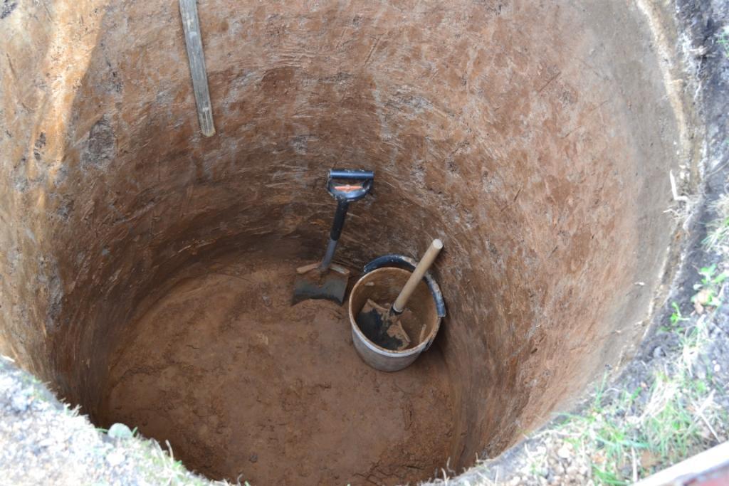 Копать лучше летом – так глина не будет налипать на лопату