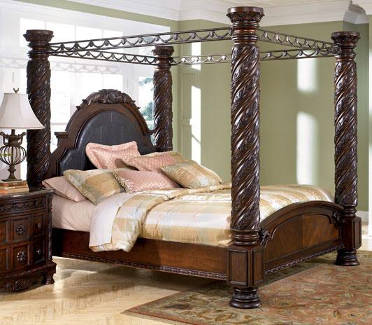 Кровать с колоннами